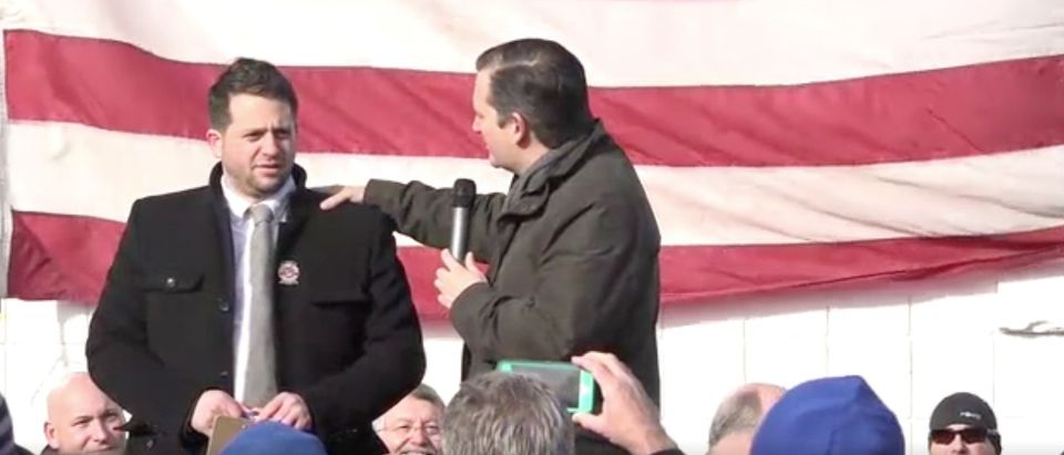 WATCH Ted Cruz Defend His Mic From Anti-Second Amendment Protestors [screen shot ABC Twitter]