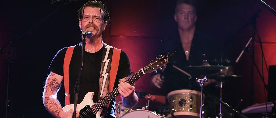 'Eagles Of Death Metal' Singer: Everybody Needs Guns (screenshot: iTele)