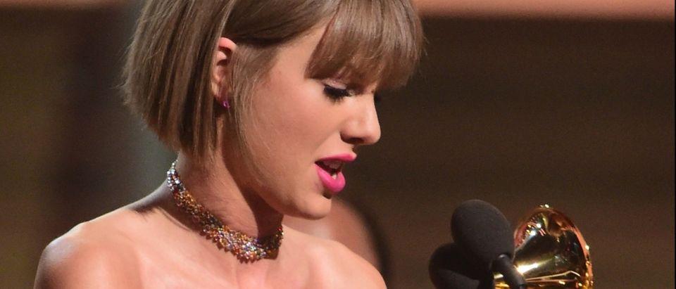 Taylor Swift crying at Grammy Awards