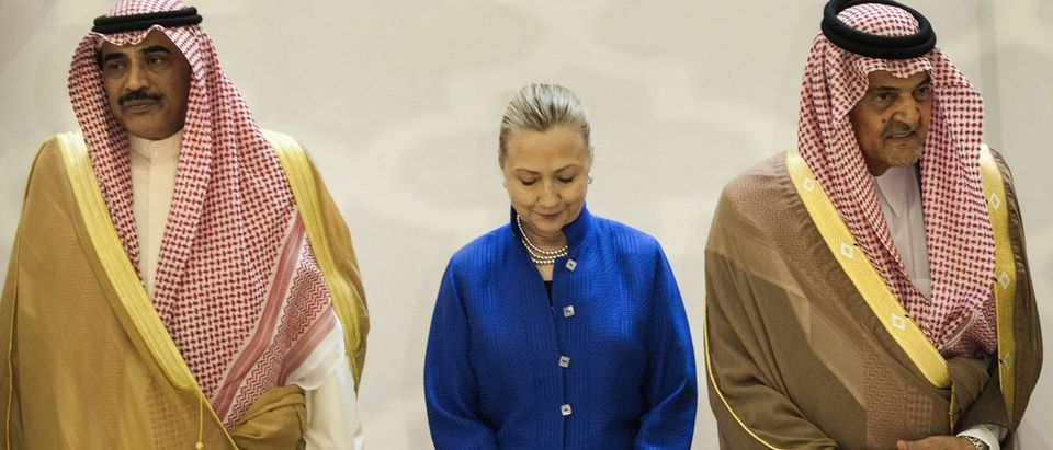 Saudi Foreign Minister Prince Al-Faisal, US Secretary of State Clinton and Kuwaiti Foreign Minister Al-Sabah stand together in Riyadh