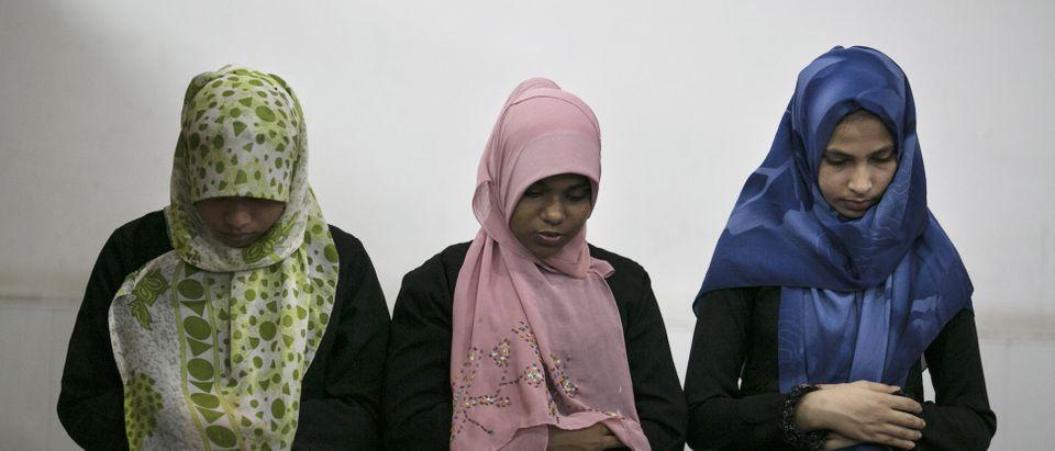 Sri Lankan Women Observe The First Day of Ramadan