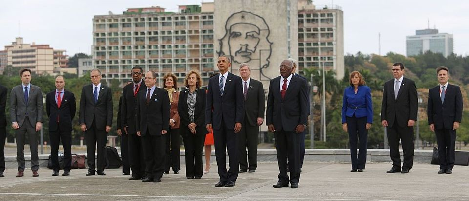 Obama Snaps Pics In Front Of Che Guevara & Castro Murals, Twitter Explodes (Getty Images)
