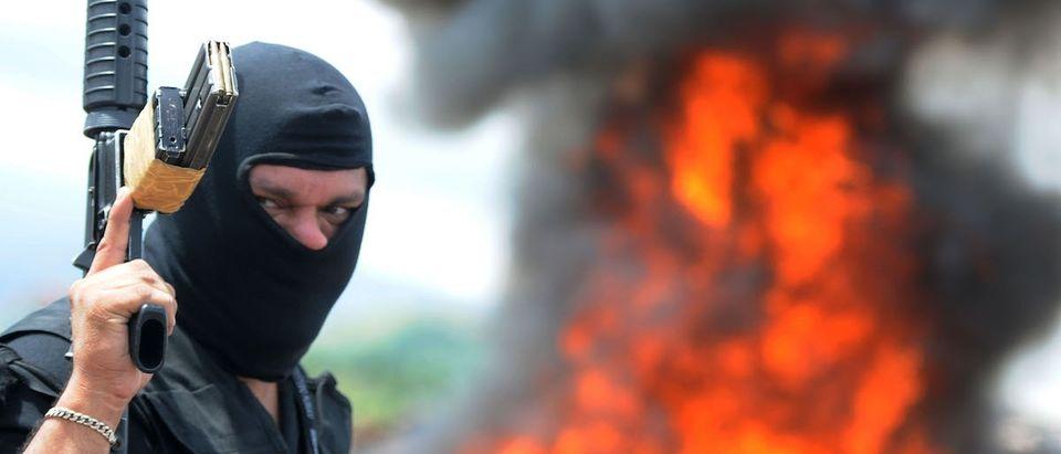 Honduran anti-narcotics personnel burn p
