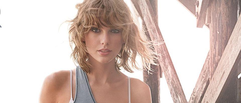 Taylor Swift wears a bikini