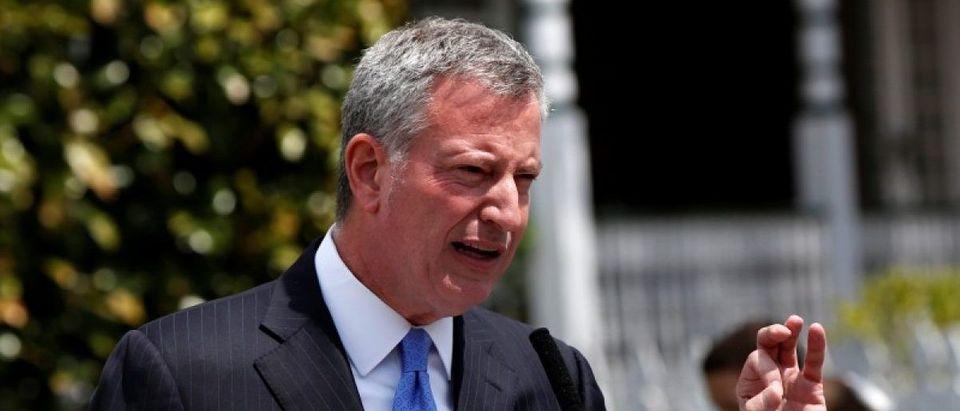 New York Mayor Bill de Blasio speaks during a press conference in Brooklyn, New York, U.S., April 25, 2016. REUTERS/Shannon Stapleton