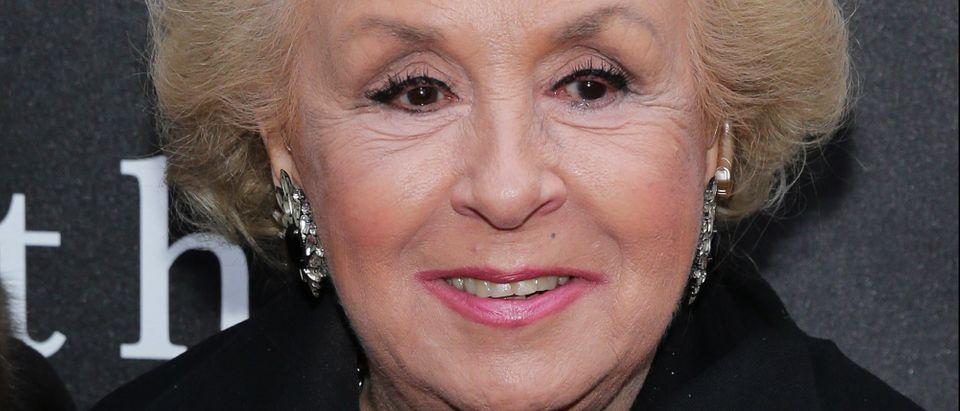Doris Roberts dies