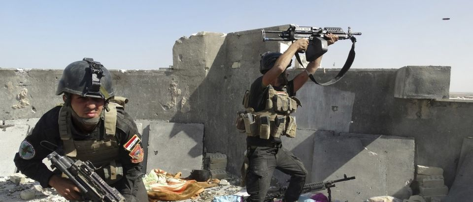 Members of the Iraqi Special Operations Forces take their positions during clashes with the al Qaeda-linked Islamic State of Iraq and the Levant (ISIL) in the city of Ramadi
