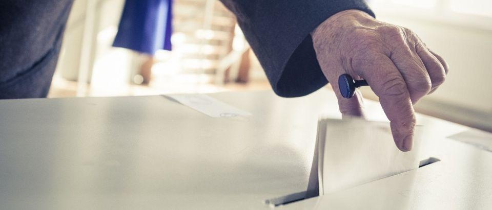 Man casts a vote. (Photo: Shutterstock)