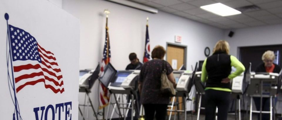 Ohio voters cast their votes at the polls for early voting in the 2012 U.S. presidential election in Medina, Ohio, October 26, 2012. REUTERS/Aaron Josefczyk