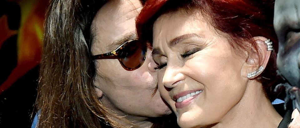 Sharon Osbourne quits wearing wedding ring