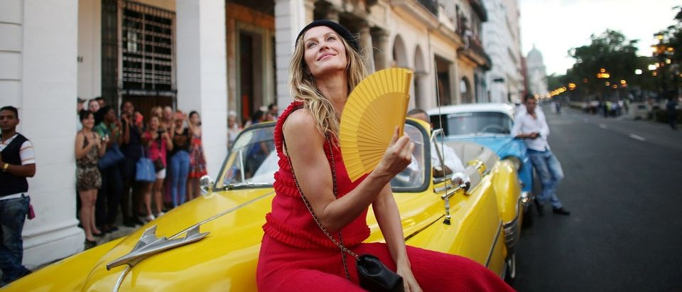 Brazilian top model Gisele Bundchen poses before a fashion show by German designer Karl Lagerfeld as part of his latest inter-seasonal Cruise collection for fashion house Chanel at the Paseo del Prado street in Havana, Cuba