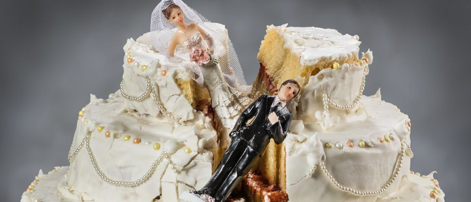 Ruined wedding cake (Shutterstock)