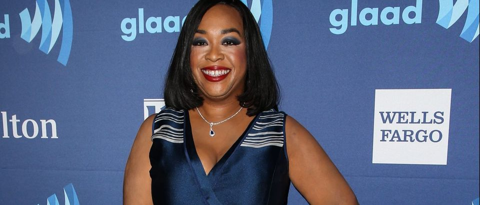 Shonda Rhimes arrives at the 26th Annual GLAAD Media Awards (Photo: Splash News)