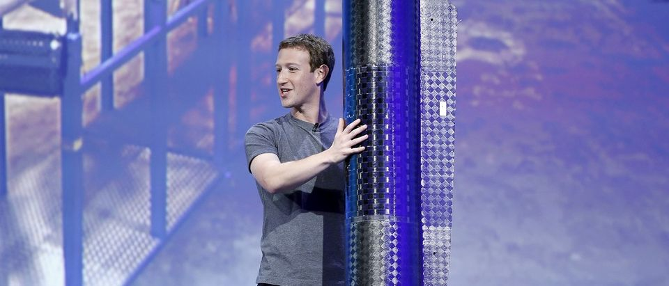 Facebook CEO Mark Zuckerberg holds a propeller pod of the solar-powered Aquila drone on stage during a keynote at the Facebook F8 conference in San Francisco, California April 12, 2016. REUTERS/Stephen Lam.