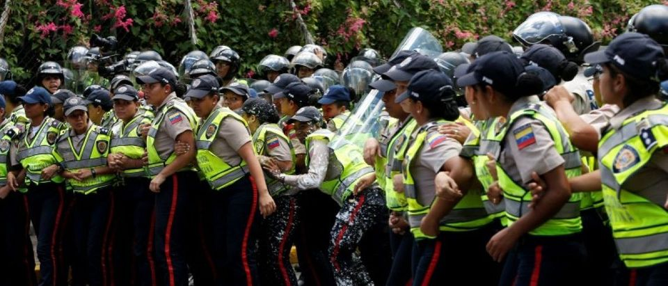 Female police officers clash with demonstrators during a protest called by university students against Venezuela's government in Caracas, Venezuela, June 9, 2016. REUTERS/Carlos Garcia Rawlins