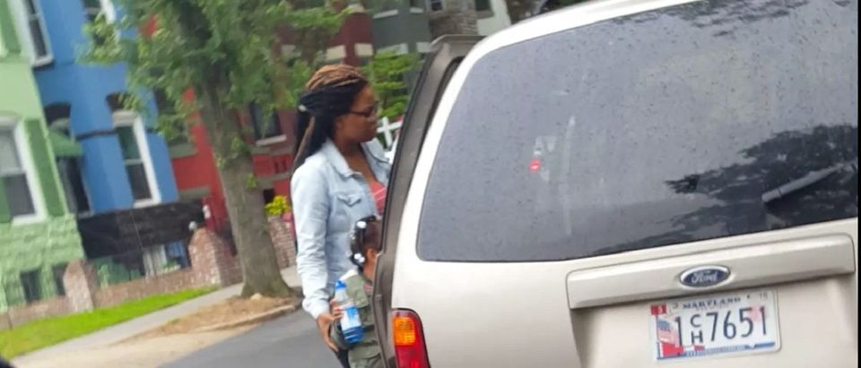 A Maryland driver drops off her kids at a DC elementary school. DCNF photo
