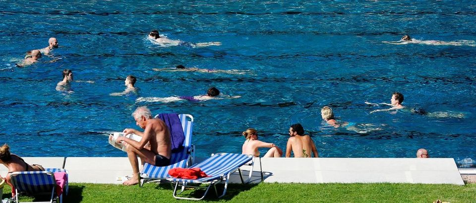 People relax at the public swimming pool of Schoenbrunner Bad on a sunny day in Vienna, Austria, June 23, 2016. REUTERS/Leonhard Foeger.