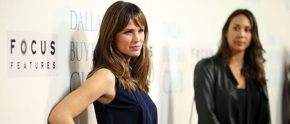 Jennifer Garner poses for the cameras at a Beverly Hills premiere event. (Photo by Christopher Polk/Getty Images)