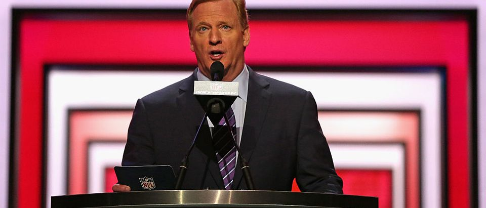 Roger Goodell announces a pick at the 2016 NFL Draft (Getty Images)