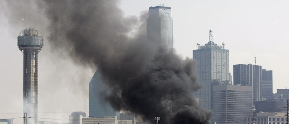 Smoke from fires caused by multiple gas tank explosions rises against the skyline in Dallas, Texas July 25, 2007. REUTERS/Jessica Rinaldi