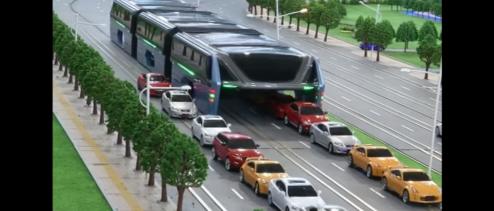 Elevated bus drives over traffic. (CCTV+/YouTube/Screenshot)