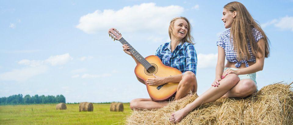 farm girls Shutterstock/maradon 333