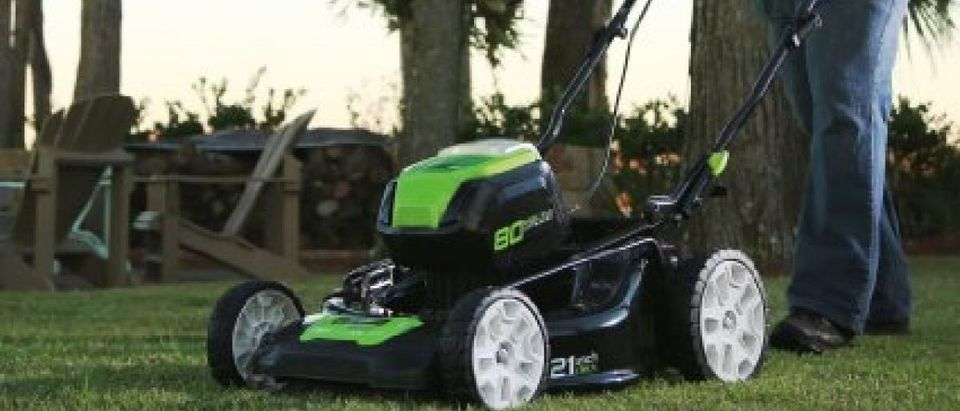 This lawn mower is almost half off today (Photo via Amazon)