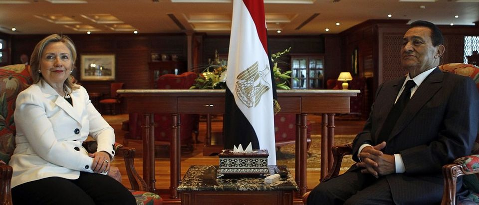 Egypt's President Mubarak speaks with U.S. Secretary of State Clinton in Sharm el-Sheikh