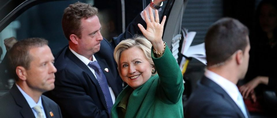 U.S. Democratic presidential candidate Hillary Clinton waves as she arrives for a meeting with Israel's Prime Minister Netanyahu at a hotel in New York