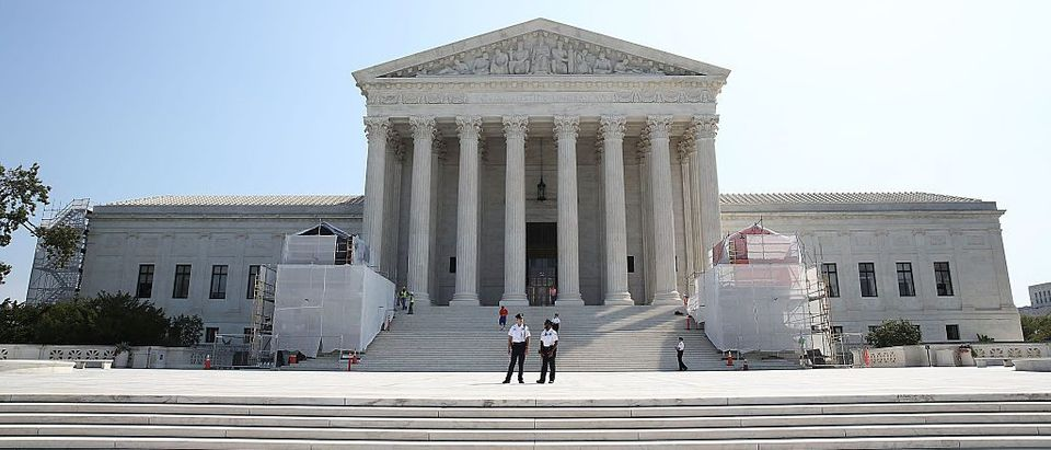 Guards stand in front of the US Supreme Court on September 7, 2016 (Gettty Images)