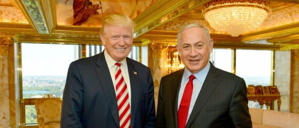 Israeli Prime Minister Benjamin Netanyahu (R) stands next to Republican U.S. presidential candidate Donald Trump during their meeting in New York