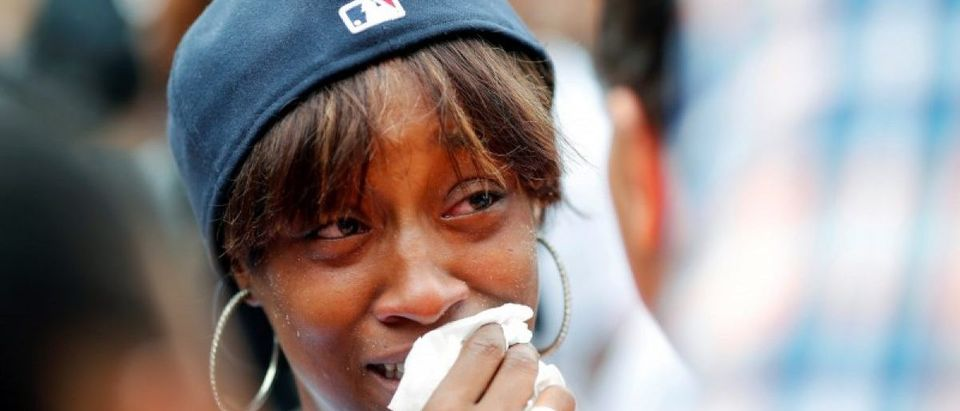 Diamond Reynolds, girlfriend of Philando Castile, weeps as people gather to protest the fatal shooting of Castile by Minneapolis area police during a traffic stop on Wednesday, in St. Paul, Minnesota, U.S., July 7, 2016. REUTERS/Adam Bettcher/
