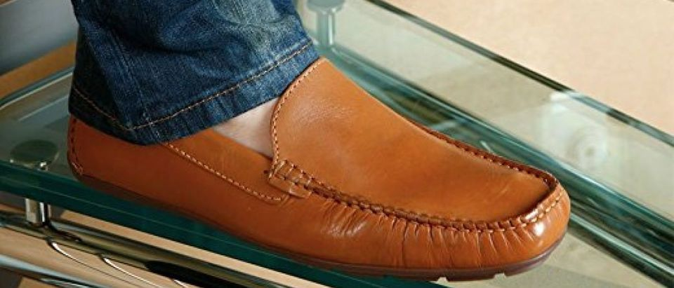 This loafer is available in six colors (Photo via Amazon)