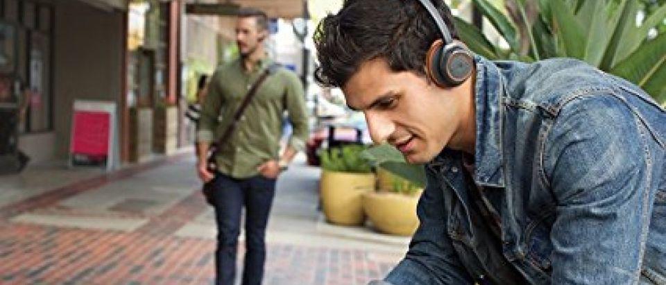 This headset is $100 off today (Photo via Amazon)