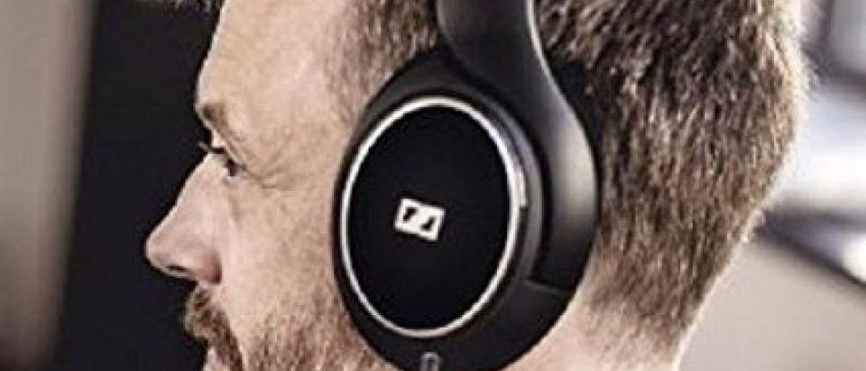 Save $150 on these bestselling headphones (Photo via Amazon)