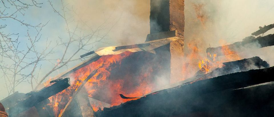 Firefighters extinguish a house (Shutterstock)