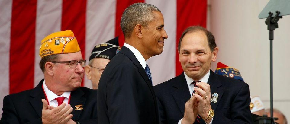 Obama visits Arlington National Cemetery in Virginia