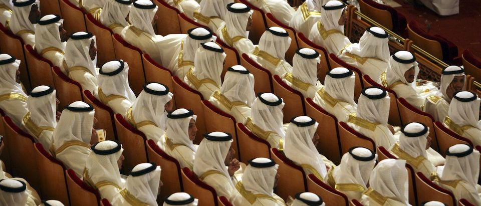 Grooms take part in a mass wedding ceremony in Riyadh June 24, 2008. Governor of Riyadh Prince Salman and a local group organized a mass wedding for about 1600 couples to help young people who are unable to afford expensive ceremonies because of the rising cost of living. REUTERS/Ali Jarekji (SAUDI ARABIA)