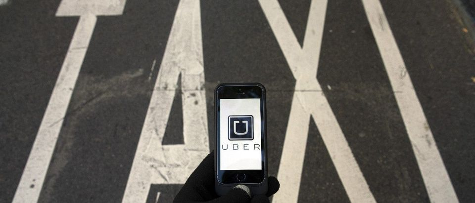 Uber with Taxi sign: REUTERS/Sergio Perez