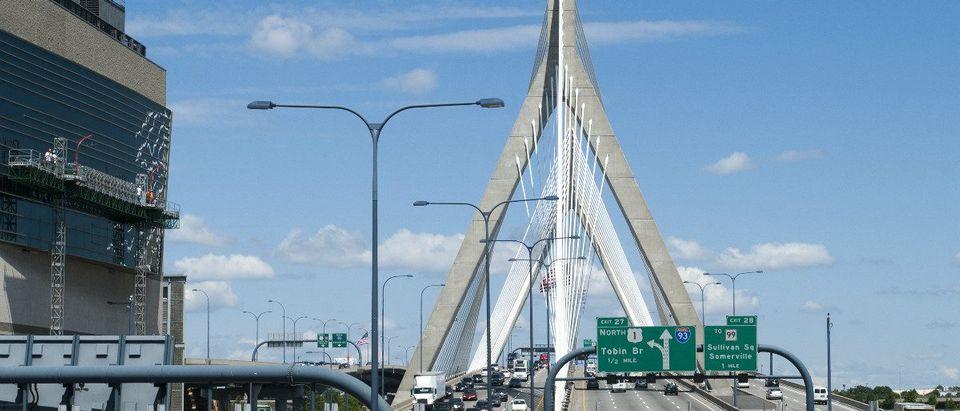 Cable Bridge (Mass.): Ramunas Bruzas/shutterstock