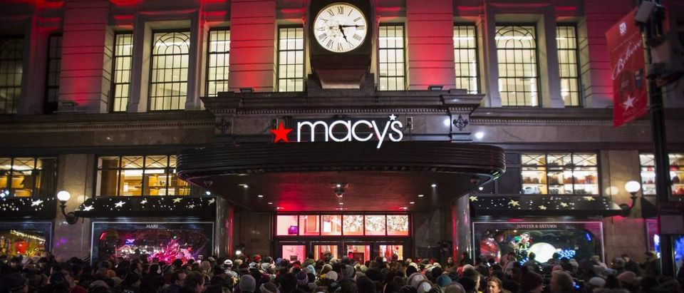 Shoppers wait to enter Macy's to kick off Black Friday sales in New York: REUTERS/Andrew Kelly