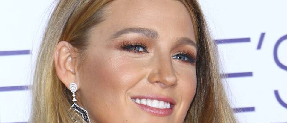 Blake Lively arrives at the People's Choice Awards held at the Microsoft Theater in Downtown LA. (Photo: Splash News)