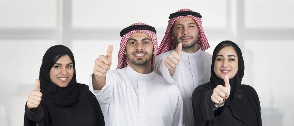Happy Arabs (Shutterstock/diplomedia)