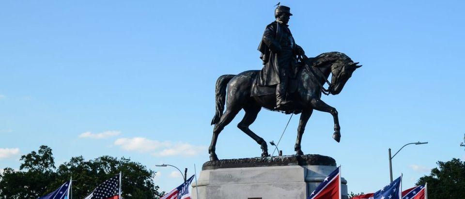 PGT Beauregard statue in New Orleans )