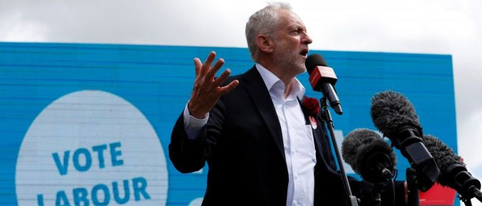 "Corbyn states the £10 minimum wage ""should apply to all workers"". (REUTERS/Phil Noble)"