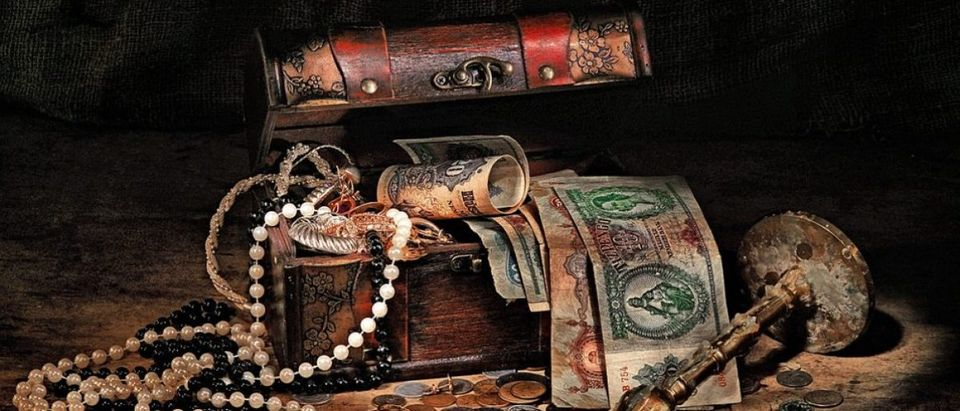 Treasure chest, shutterstock_119877217