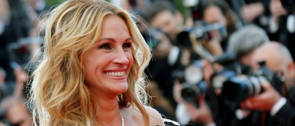 """FILE PHOTO: Cast member Julia Roberts arrives for the screening of the film """"Money Monster"""" out of competition at the 69th Cannes Film Festival in Cannes"""