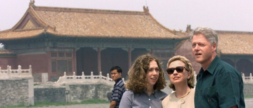 CINA-CLINTONS-FORBIDDEN CITY 1
