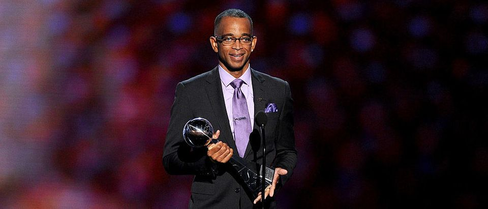 Stuart Scott accepts the 2014 Jimmy V Perseverance Award during the 2014 ESPYS in Los Angeles, California. (Photo by Kevin Winter/Getty Images)