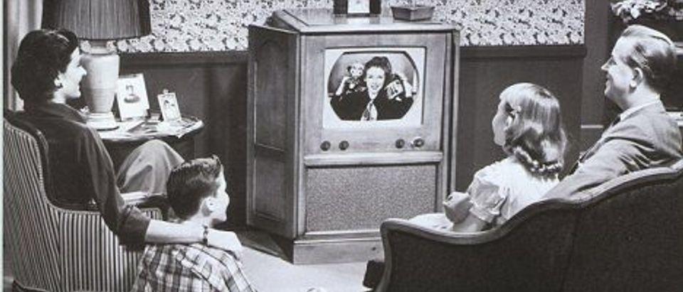 1940s-family-watching-tv